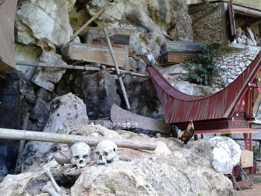 Tengkorak di Kubur Batu Londa Tana Toraja