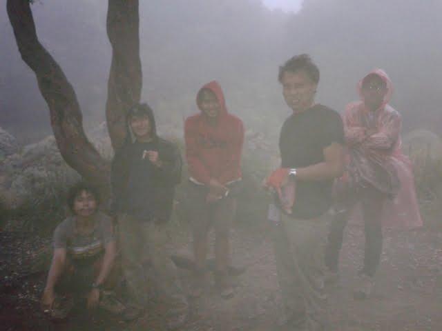 mendaki gunung di musim hujan, ini tips dan triknya