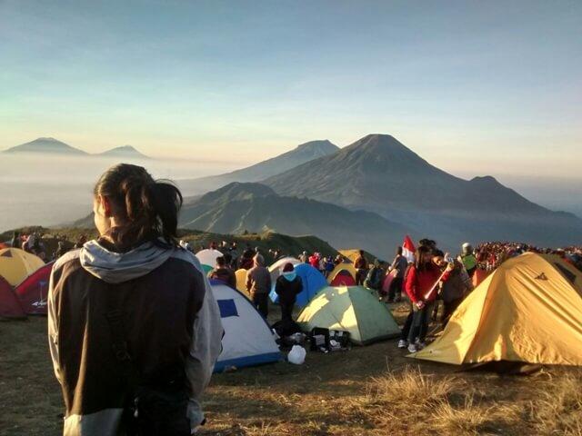"""Kenalan sama 7 Pasang """"Gunung Kembar"""" di Indonesia"""
