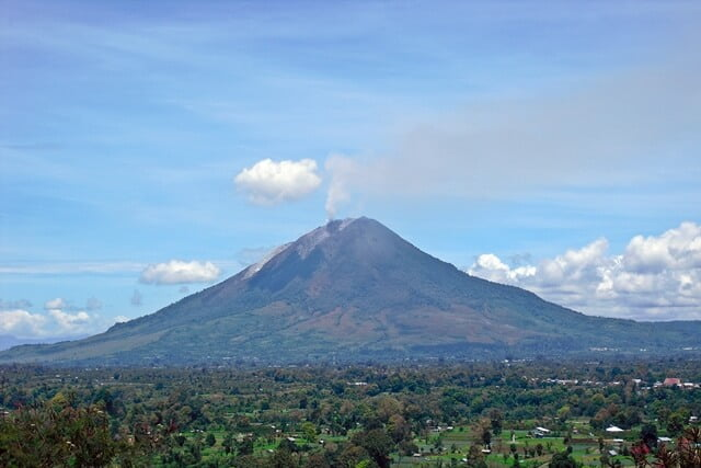 gunung kembar