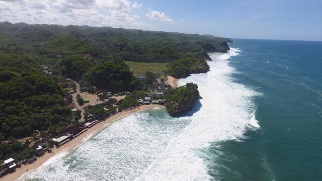 Buang Sampah Sembarangan di Pantai Indrayanti, Siap-Siap Kena Sanksi