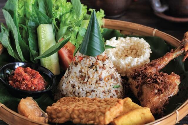 """7 Kuliner Khas Sunda Ini Bisa Kamu Nikmati di Restoran """"Seeng Nini"""" Tebet"""