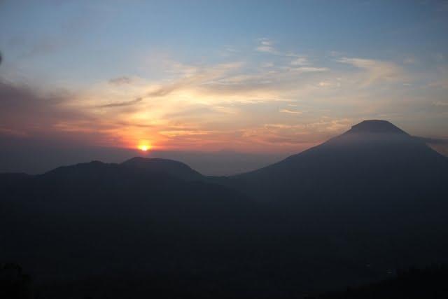 """Puncak Sikunir, Perjalanan Melihat """"Sunrise"""" di Desa Tertinggi Pulau Jawa"""