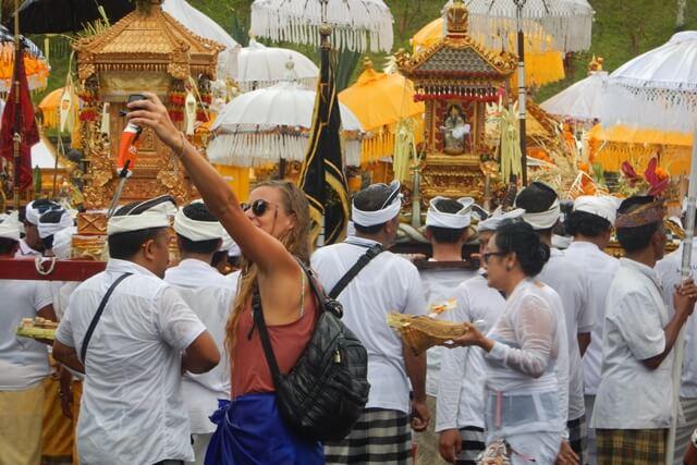 """Menatap Lembayung di Langit Bali"""