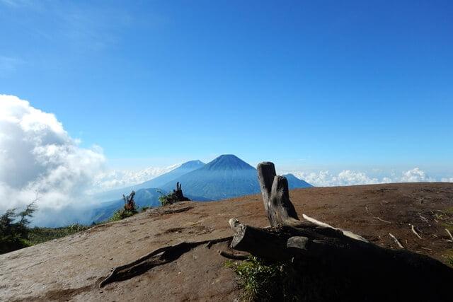 Mendaki Gunung Prau Akhir Musim Hujan, Puncak Berasa Milik Pribadi