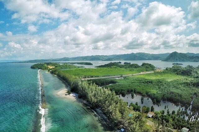 pantai dekat jayapura