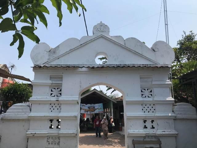 Menelusuri Masjid Kasunyatan, Saksi Bisu Penyebaran Islam di Tanah Jawara