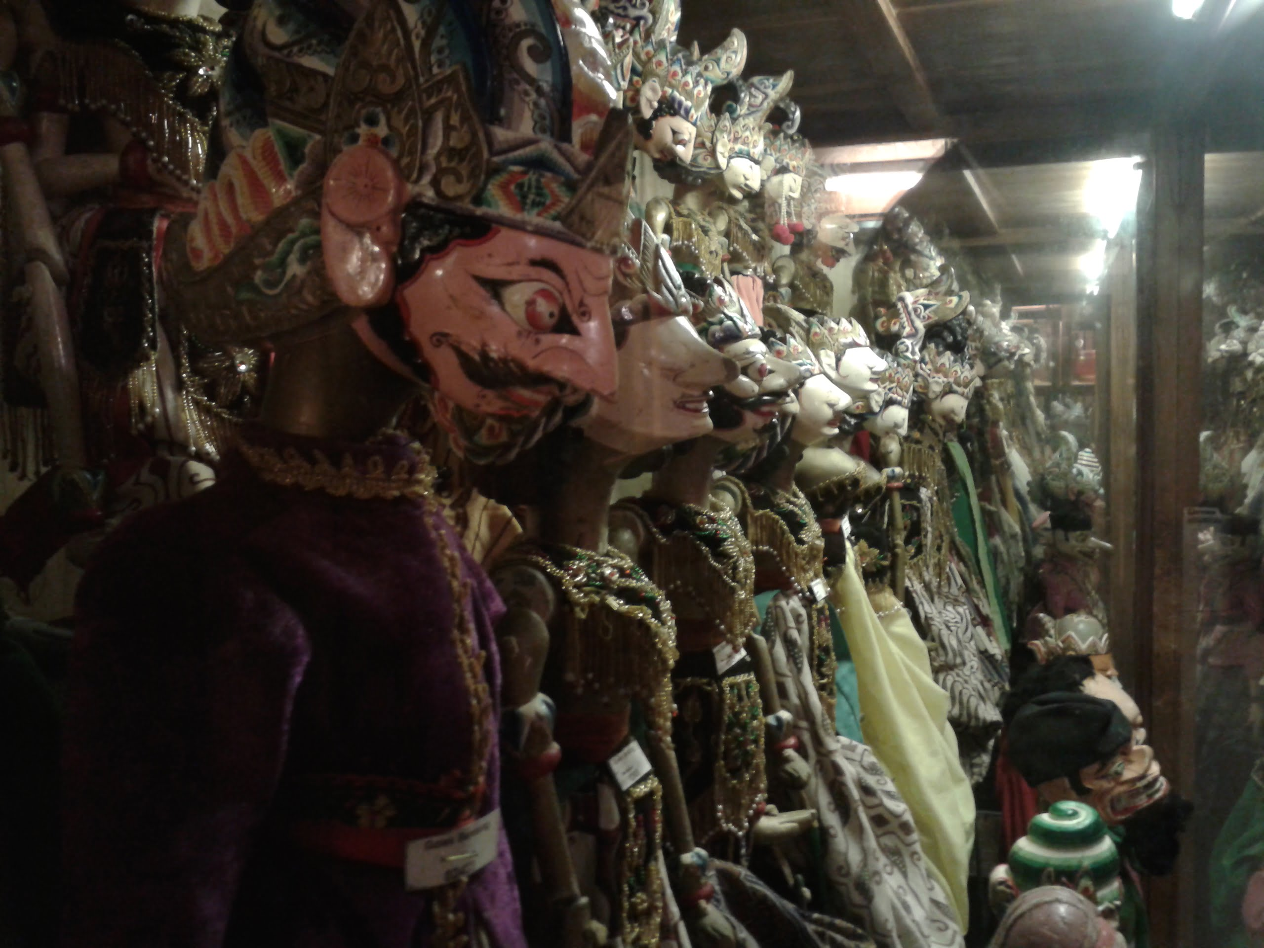 Mampir ke Setia Darma House of Mask and Puppets