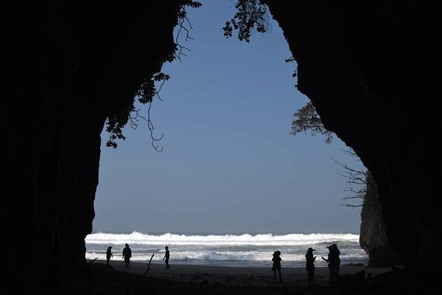 liburan ke pantai karang langir banten