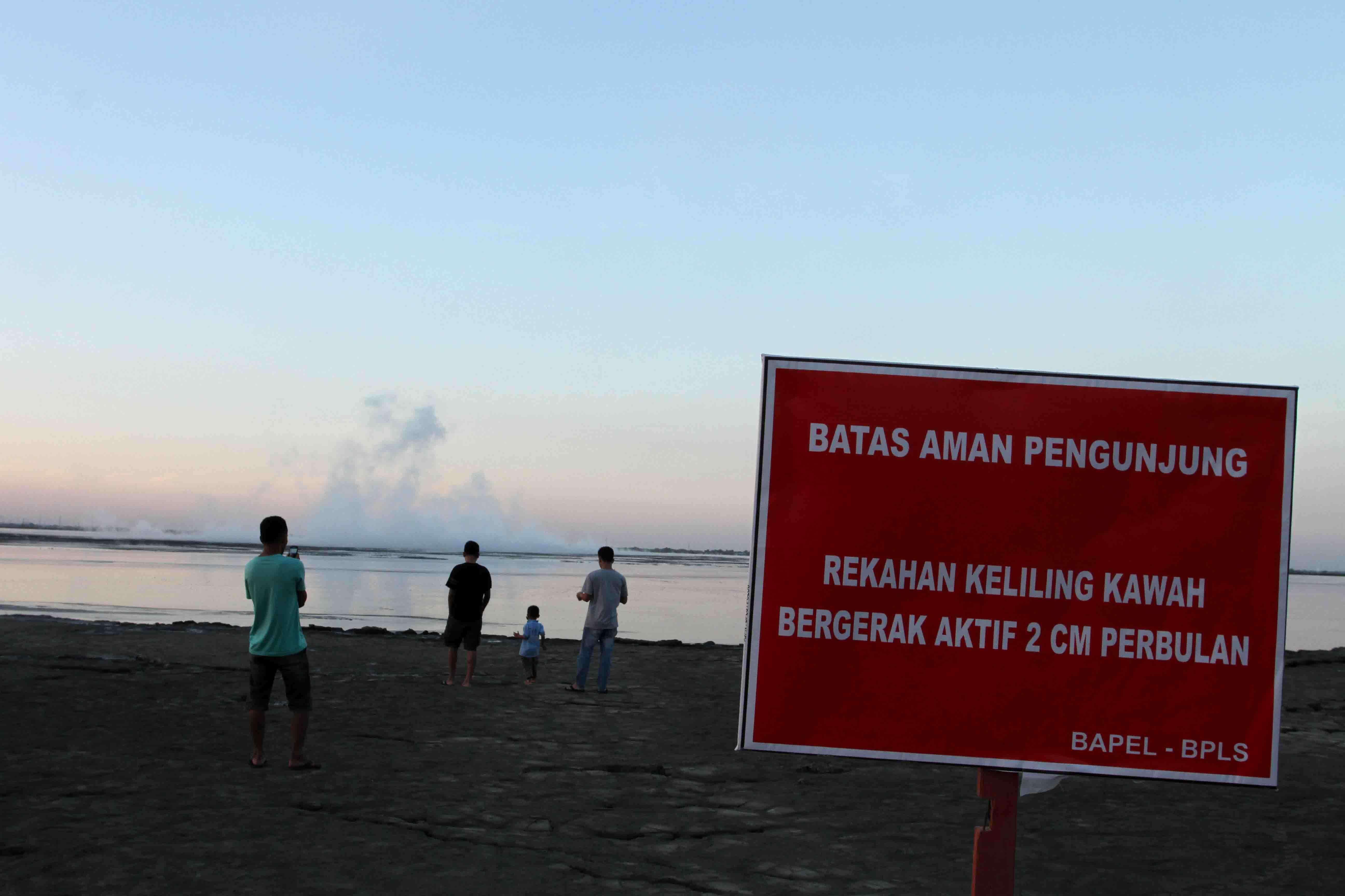 """Setelah Lumpur Menyembur: Menengok Kehidupan """"Wisata"""" Lumpur Sidoarjo"""