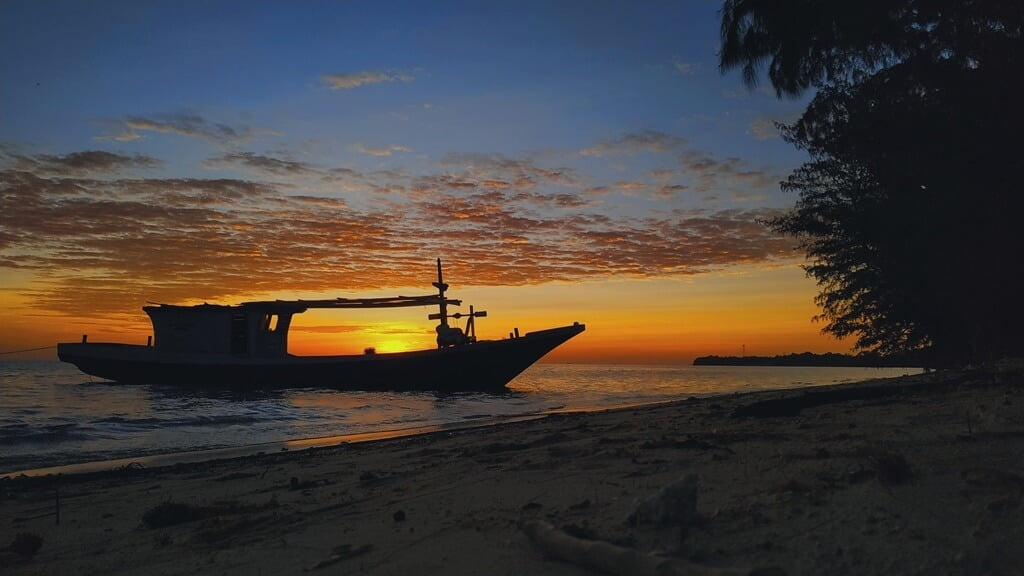 Pulau Kapoposang dan Tawa di Balik Lautan (1)