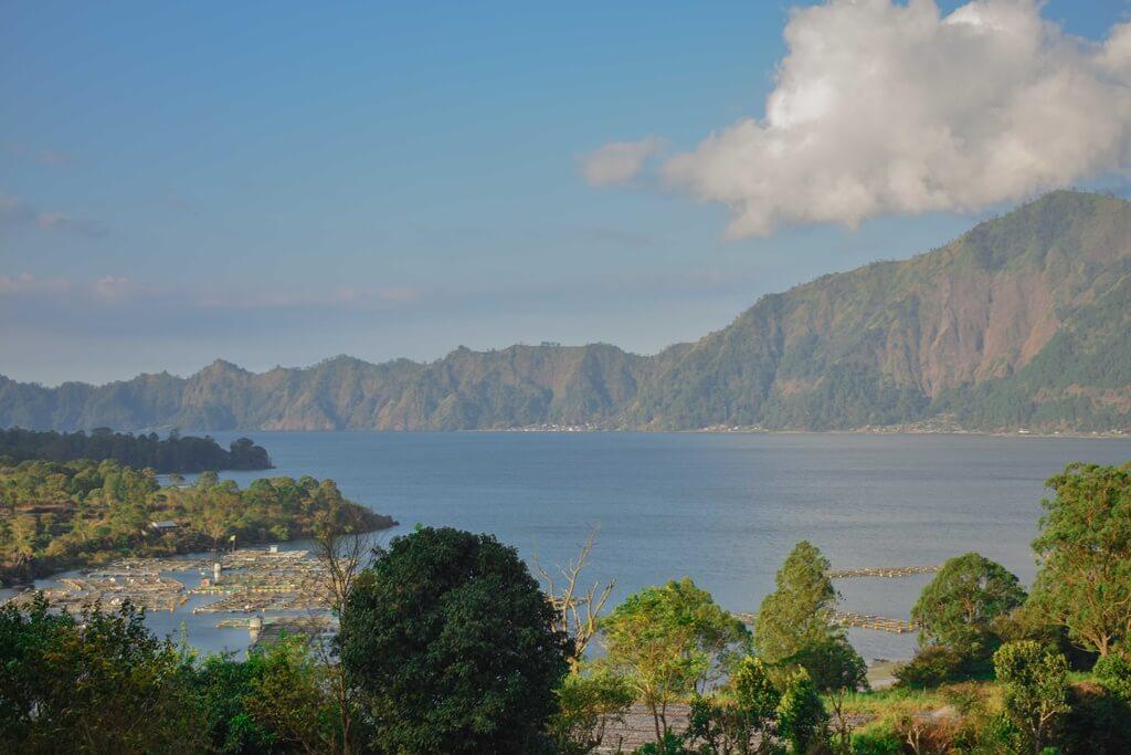 Kopi, Pejalan, dan Lembayung Bali