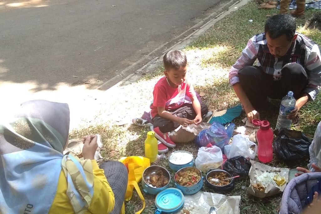 Piknik bersama Keponakan dan Cucu ke Taman Ade Irma Suryani