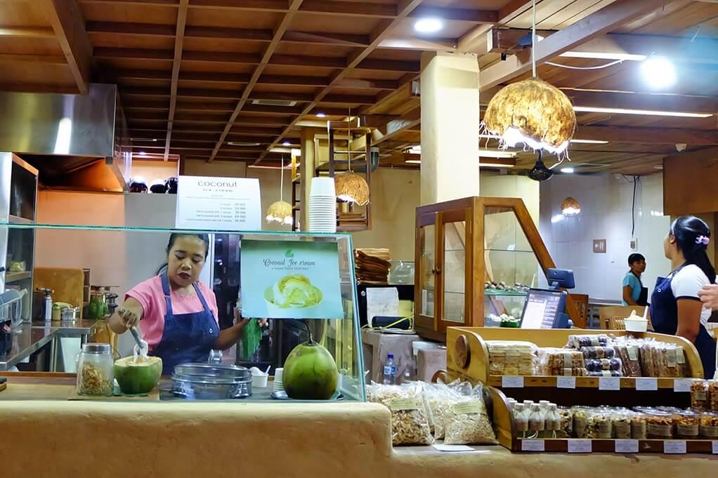 Hidangan Sehat Serbakelapa di Tukies Coconut Shop
