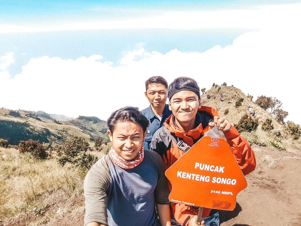 Puncak Gunung Merbabu Kenteng Songo