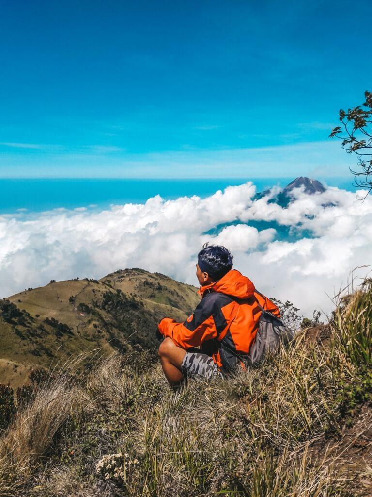 Pemandangan dari puncak Kenteng Songo