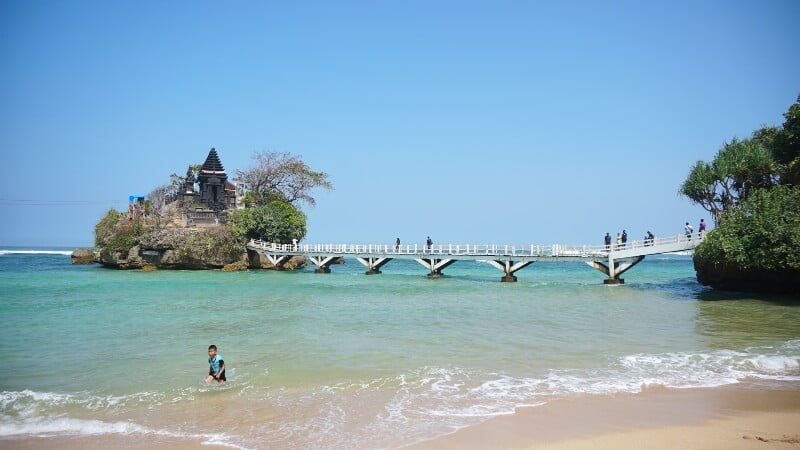 Pantai Balekambang: Perjalanan yang Tak Direncanakan