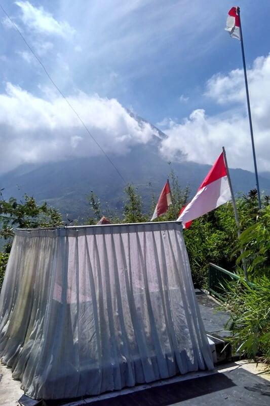Merapi dari Puncak Bukit Turgo