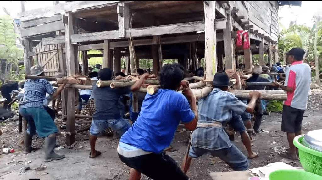 Marakka' Bola, Tradisi Gotong Royong Angkat Rumah Suku Bugis
