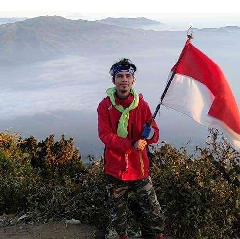 Pendaki yang Mengurai Cikuray (1)