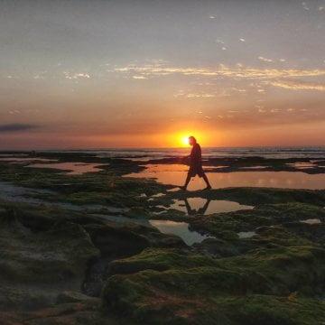 Cantiknya Air Laut Warna Toska di Pantai Bukambero, Sumba