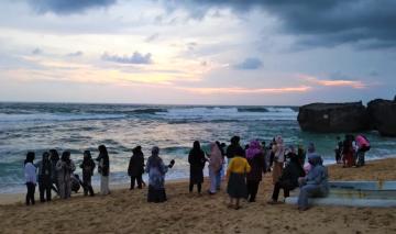 Pantai Indrayanti, Gunung Kidul, Seharusnya Jadi Tempat Favorit