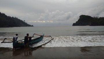 Susah Sinyal, Terbayar oleh Momen di Pantai Wedi Awu