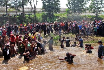 Menjaga Irung-irung, Sumber Air yang Menghidupi Warga Cihideung
