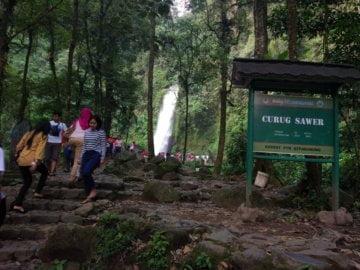 Mengunjungi Air Terjun Curug Sawer di Taman Nasional Gunung Gede Pangrango