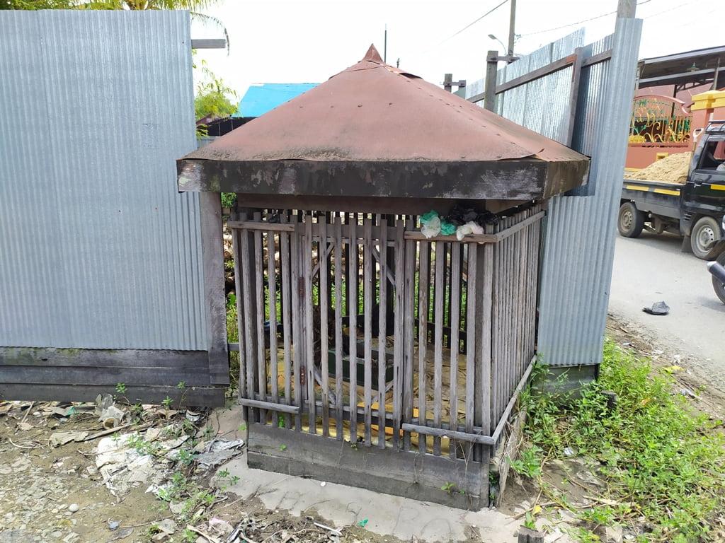 Meskipun makam ini makam orang biasa, biasanya ada yang berkeramat juga