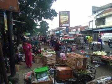PPKM Darurat: Jalan Sepi, Pasar Tetap Ramai