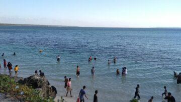 Mengunjungi Pantai Baliana