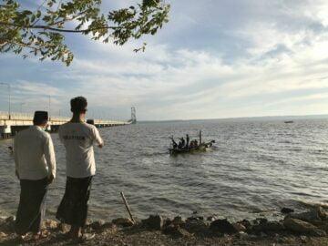 Lautan yang Indah Kini Menjelma Tumpukan Sampah