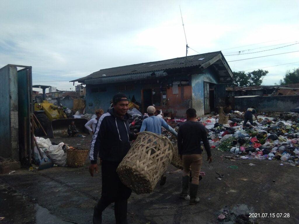Mereka yang mengelola sampah di TPAS Ciroyom