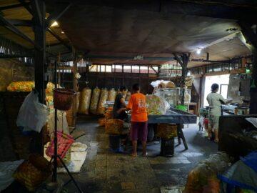 Kerupuk Klenteng Bojonegoro, Warisan Legendaris yang Tetap Eksis Sejak 1929