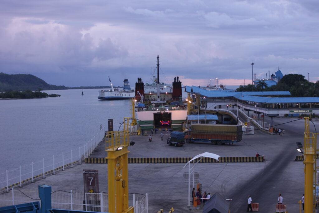 Aktivitas di pelabuhan bakauheni - atika amalia