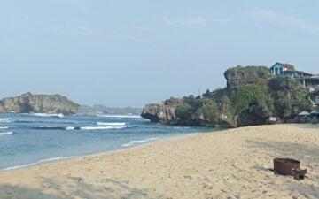Pantai Sundak dan Kemping Tanpa Rencana