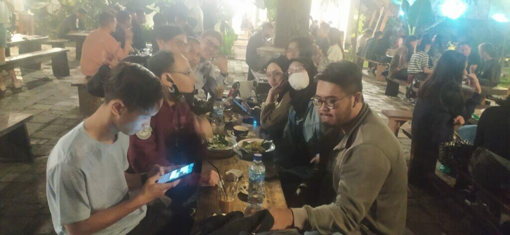 Menikmati Suasana Malam di Kafe di Kawasan Bandung sebelah Utara