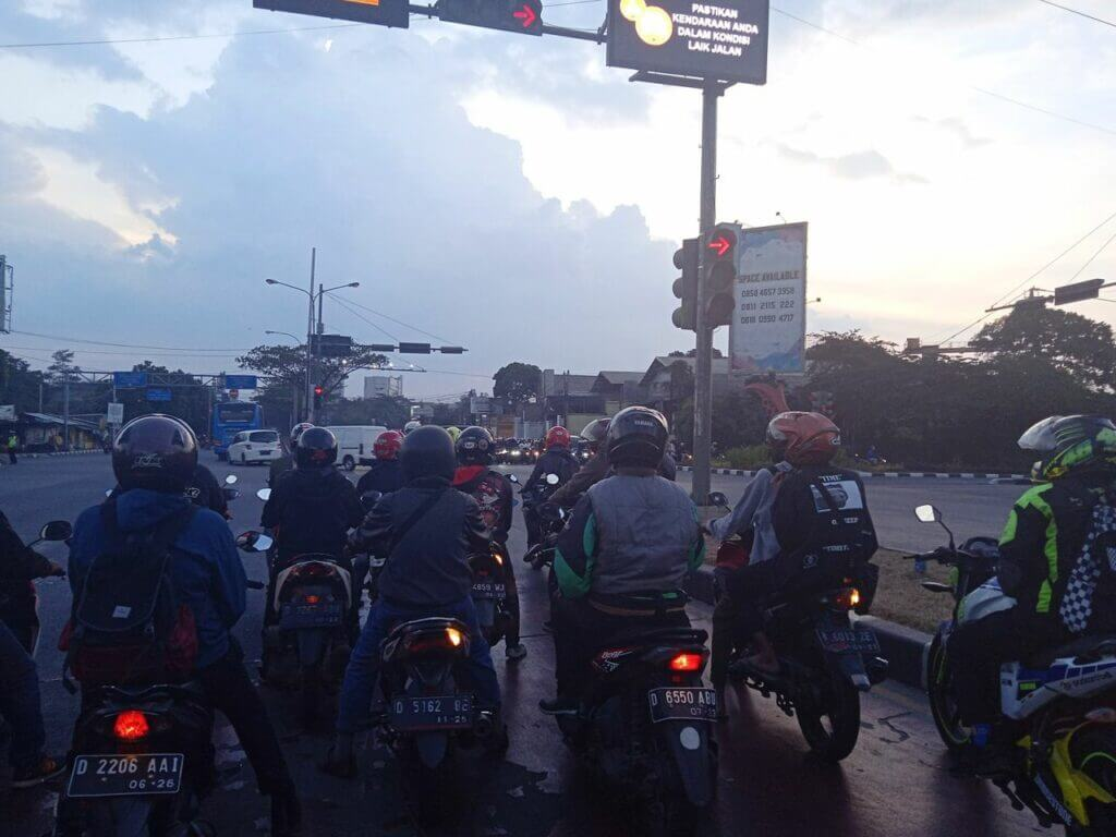 Lalu-lintas di Jalan Soekarno-Hatta Bandung